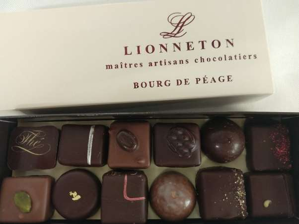 Coffret Elégance 32 chocolats (assortiment) - Lionneton en stock